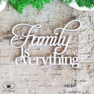 Tekturka napis- FAMILY IS EVERYTHING